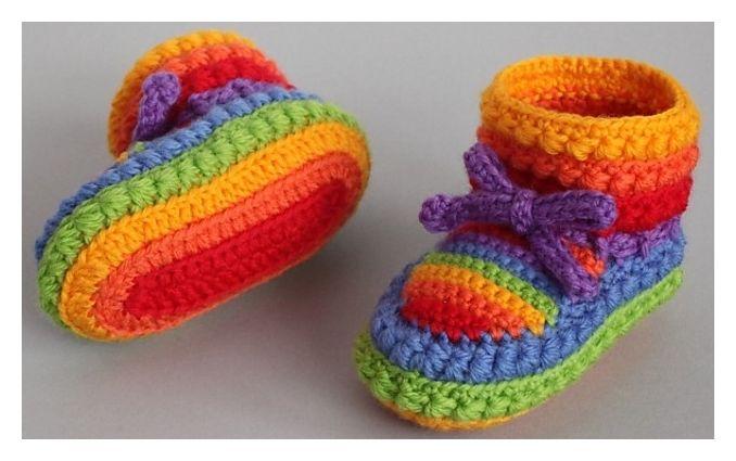 Daisy Stitch Bootees Free Crochet Pattern